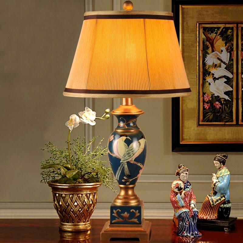 Style européen nouvelle lampe de table en tissu classique personnalité fleur et oiseau lampe d'étude lampe de chevet lampe de table TA91412