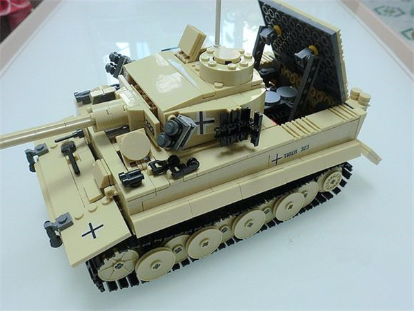 995pcs Century Military German King Tiger Tank Cannon Building Blocks Bricks Model Toys educational Toys for children 8 in 1 military ship building blocks toys for boys