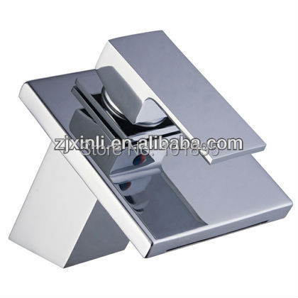 X8319B1 - Luxury Deck Mounted Chrome Finish Brass Square FaucetX8319B1 - Luxury Deck Mounted Chrome Finish Brass Square Faucet