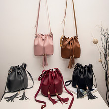 купить 2019 New handbag Women Joker Messenger Bag Shoulder Bag Fashion Small Square Bags по цене 382.79 рублей