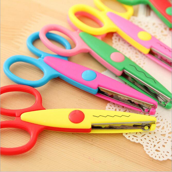 1PC Handmade Children DIY Album Lace Scissors Card Photo Pattern Scissors Cartoon Lace Scissors Stationery Accessories