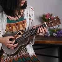 "Ukelele Soprano Ukelele de 21 ""acústica de palisandro 4 cuerdas Guitarra Ukelele Guitarra con camioneta eléctrica incorporada + bolsa de concierto"