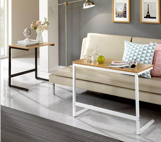sofa beistelltisch ein paar ecke ein paar einfache notebook computer schreibtisch bett ikea. Black Bedroom Furniture Sets. Home Design Ideas