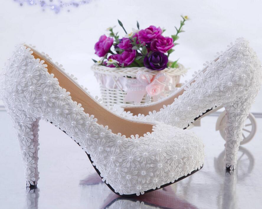 Romantische super high heels weiße spitze hochzeit schuhe frau HS081 spitze perlen bräute pumpt schuhe dame partei abendessen kleid schuh-in Damenpumps aus Schuhe bei  Gruppe 3