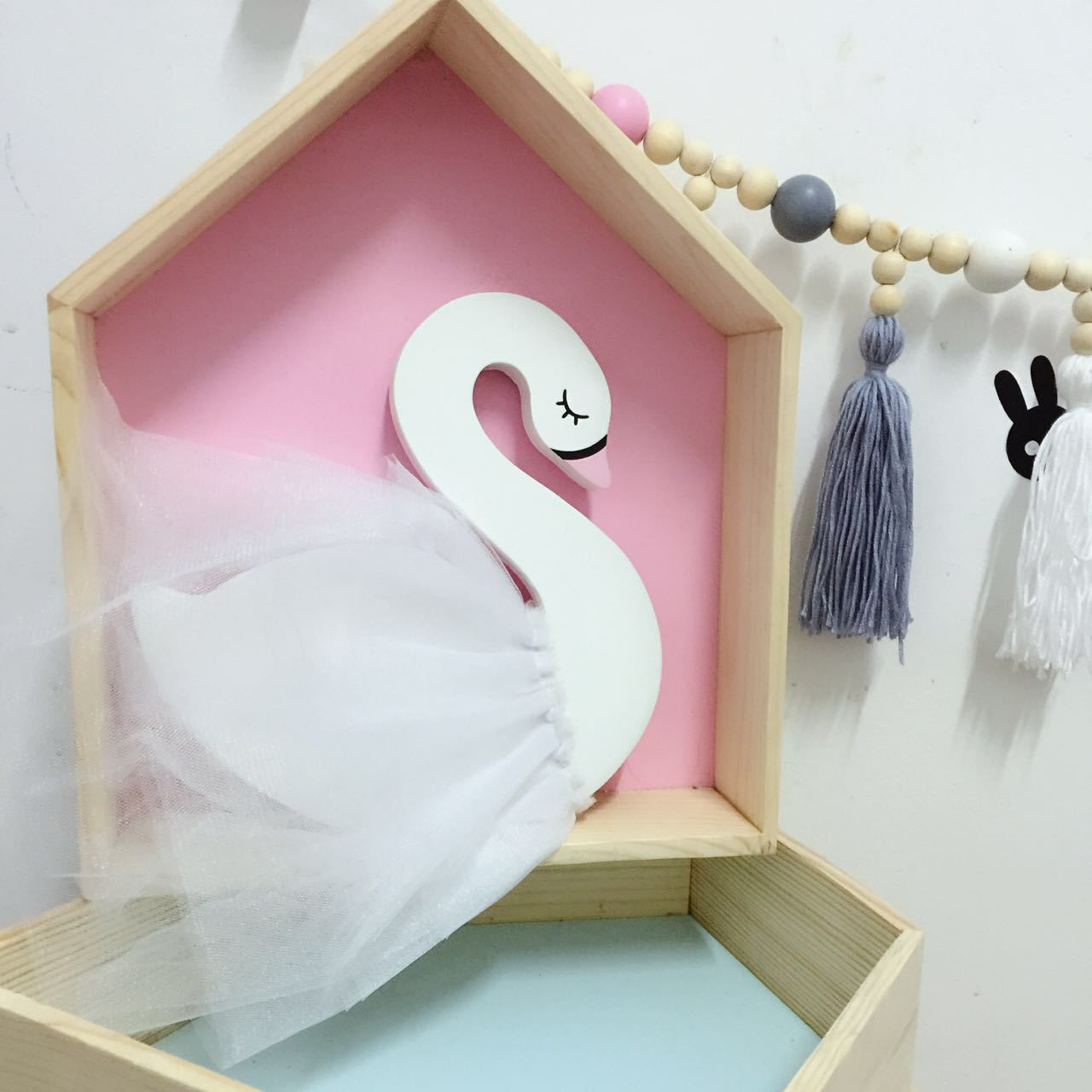 Nordic Style Wooden Chiffon Swan Modeling Baby Stroller Pendant Childrens Desk Decoration Baby Childrens Room Decorations