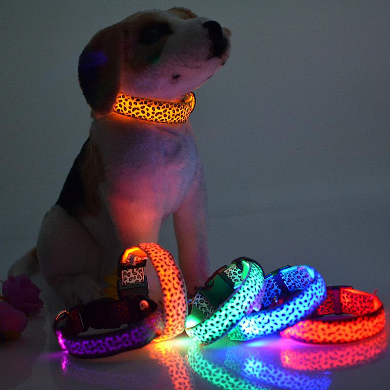 Fashion Nylon Leopard Spot Luminous LED Dog Collar Blinkende Glød i Mørke Pet Collars Night Light Pet Supplies