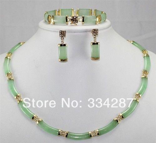 Noble green jade earring bracelet necklace setNoble green jade earring bracelet necklace set