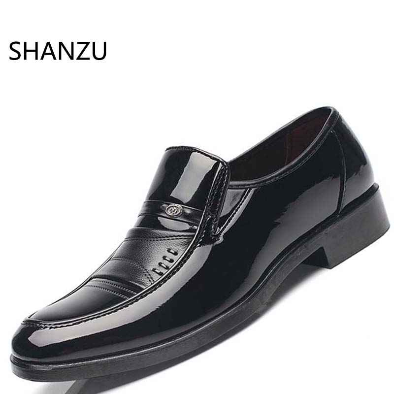 SHANZU Leather Casual Men Flats Waterproof Loafers Dress Shoes For Work Flat Male Driver British Style Boat Shoe Plus Size 643