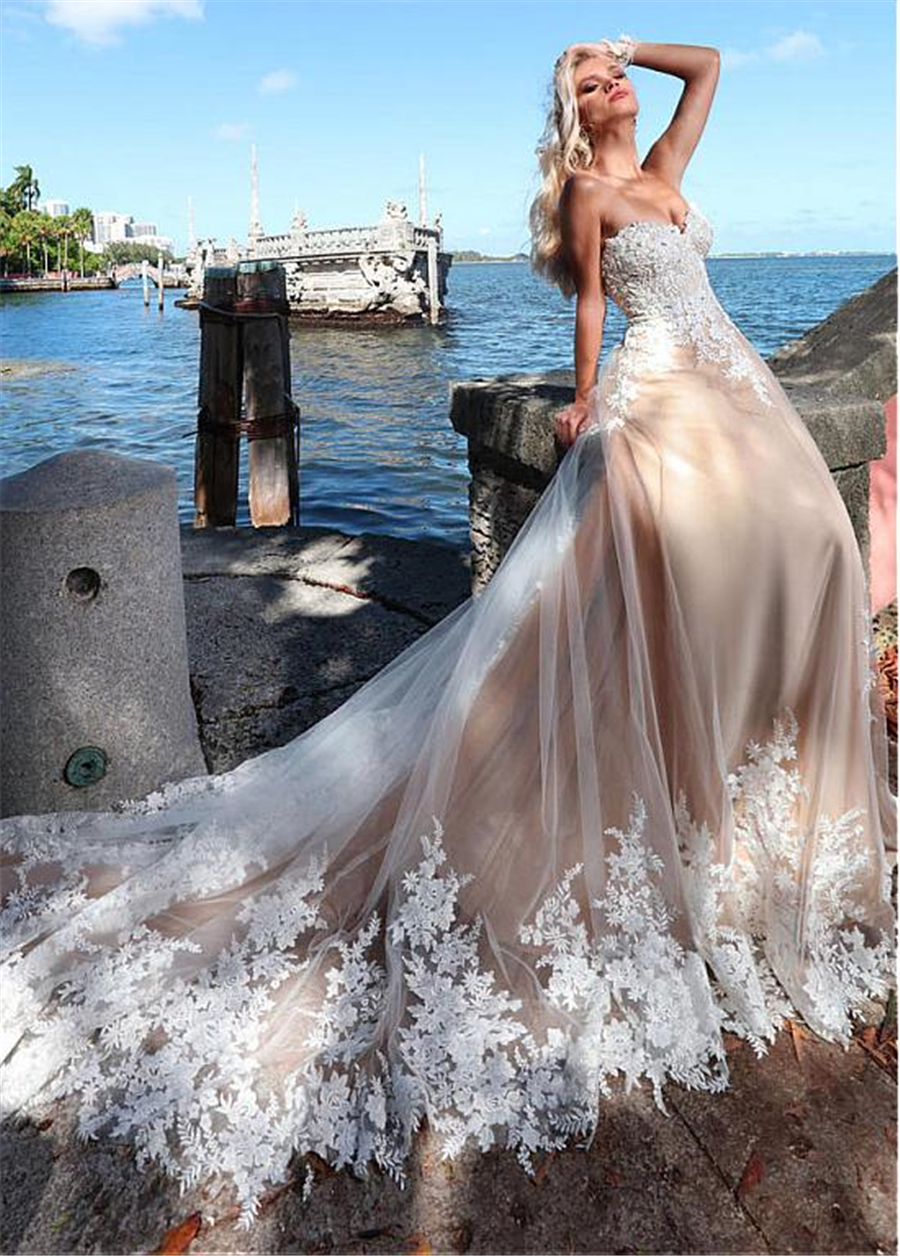 Romantic Tulle Sweetheart Neckline A-line Wedding Dresses With Lace Appliques & Beadings Beach Nude Bridal Gown