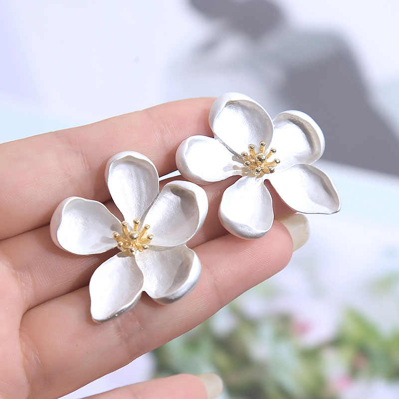 2019 Trendy Korean Cute Silver Flower Stud Earrings For Women Boho Geometric Metal Summer Statement Earring Fashion Jewelry Gift