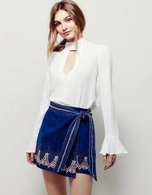 2017 Europa estilo moda material de jean saia das mulheres bordado cintura império saia azul magro mini sexy saias curtas verão
