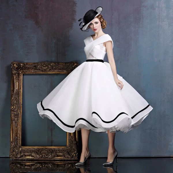 Real picture white ruffled lace cap sleeve v neckline vintage bridal ball gowns open back 2018