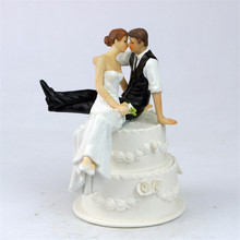 The Look of Love Romantic Bride and Groom Toppers Couple Figurine Wedding Funny Cake Topper for Wedding Cake Decoration