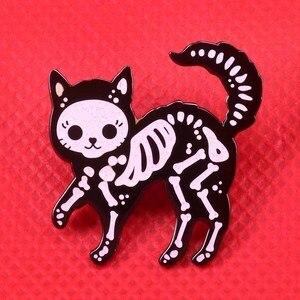 Скелет кошки эмалированная булавка Милая брошь с блестками черепа значки с животными Забавный черный белый Арт булавки подарок на Хэллоуин