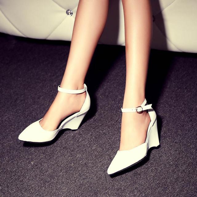 Menos Plataforma Bombas Correa de Tobillo de Cuero Genuino Punta estrecha Cuña de dama de Honor Vestido de Baile de Las Mujeres Zapatos de Novia Con Tacones Dulce