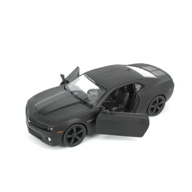 1:36 Escala Diecast Metal Modelo de Coche Autorizado Para El Chevrolet camaro colección aleación tire hacia atrás de toys car-mate negro