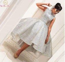 Серебряное платье для выпускного бала с высокой передней и низкой