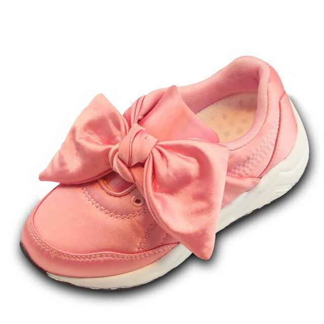 673d79a281222 Bébé filles chaussures avec grand arc 2017 tendance Style enfants Bowknot  chaussures Rihanna princesse appartements décontracté