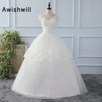 Herrliche Ballkleider Brautkleider 2018 V Neck Puffy Perlen Applique Tüll White Wedding Kleider Kurzarm Robe de Mariage