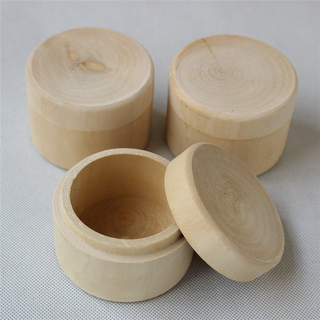Small round wooden box antique small round wooden box w for Circular wooden box
