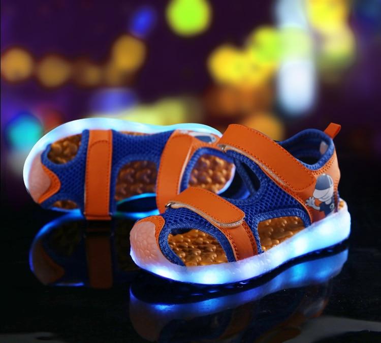 New 2018 Hot Summer Children Led Light Sandals USB Charging Kids LED Luminous Shoes Girls Boys Comfortable Beach Sandals 25-37
