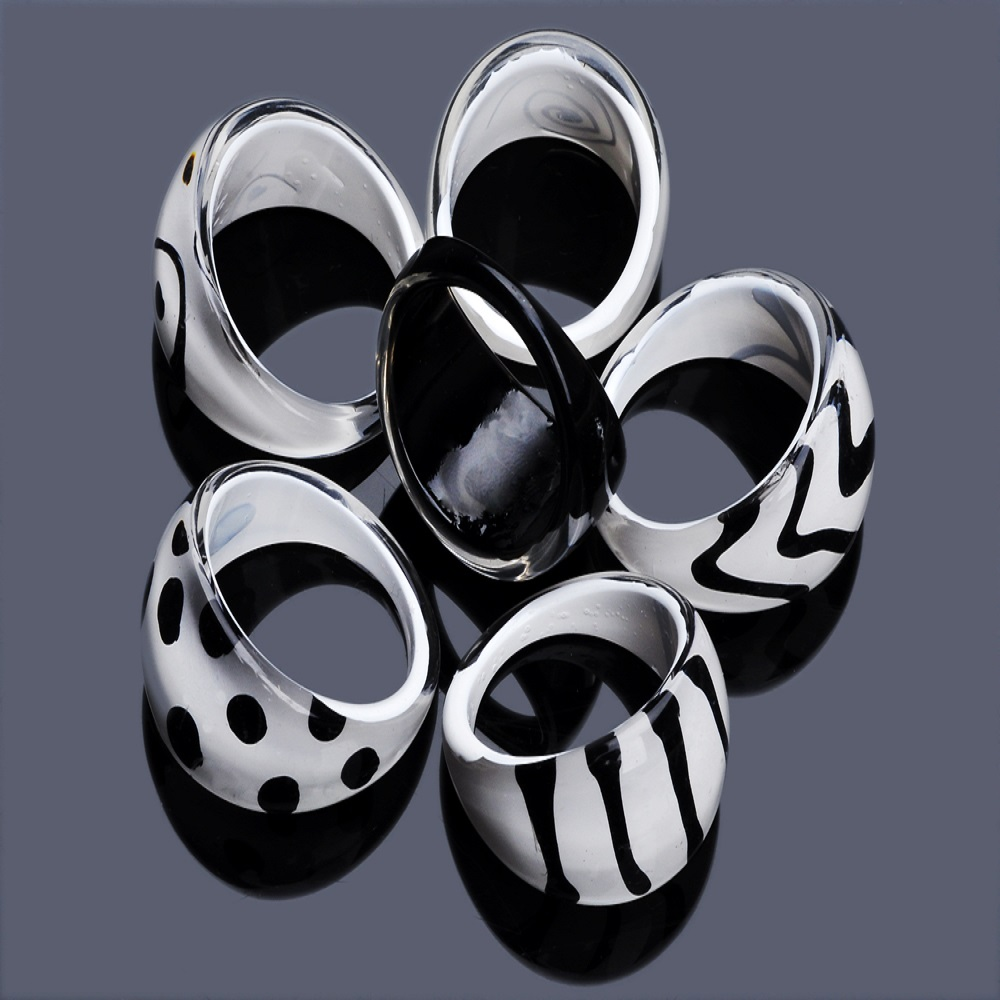 10 pçs/lote Anel de Resina Preto e Branco Clássico Zebra Design Plástico Anéis de Moda Para Mulheres Homens Anel de Dedo de Jóias Por Atacado