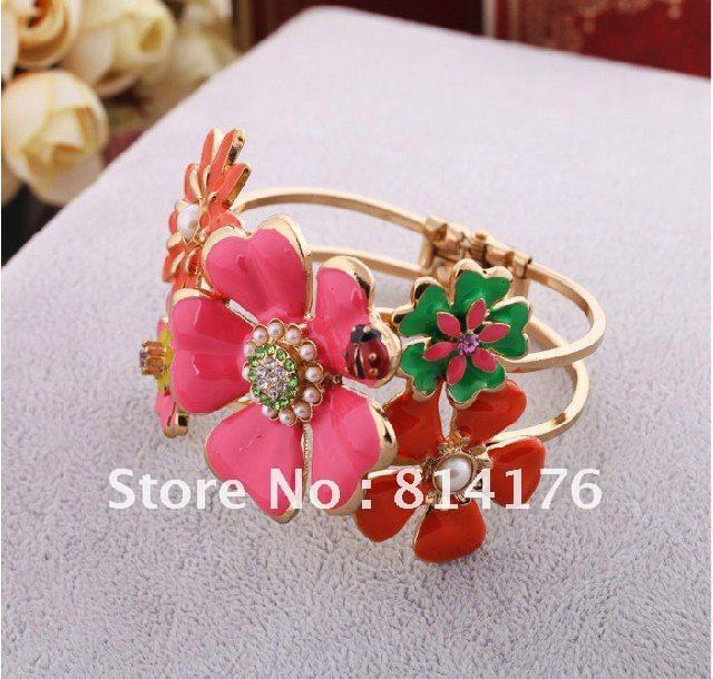 RT Min order is $10 ! ( Support Mix Order ) Women New Colorful jewelry Vintage elegant flower cuff bracelets exaggerate bangle