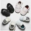 2016 Новый Натуральная Кожа горошек Детская обувь детские Мокасины Мягкое дно детская Обувь Первые Ходок Chaussure Bebe новорожденные обувь