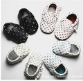 2016 New Genuine Leather Polka dot Baby shoes baby Moccasins Soft bottom infant Shoes First Walker Chaussure Bebe newborn shoes
