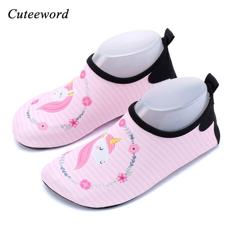 Plage de l'eau chaussures pour enfants garçons et filles de bande dessinée licorne plongée chaussettes snorkeling natation chaussures tapis roulant de yoga doux chaussures