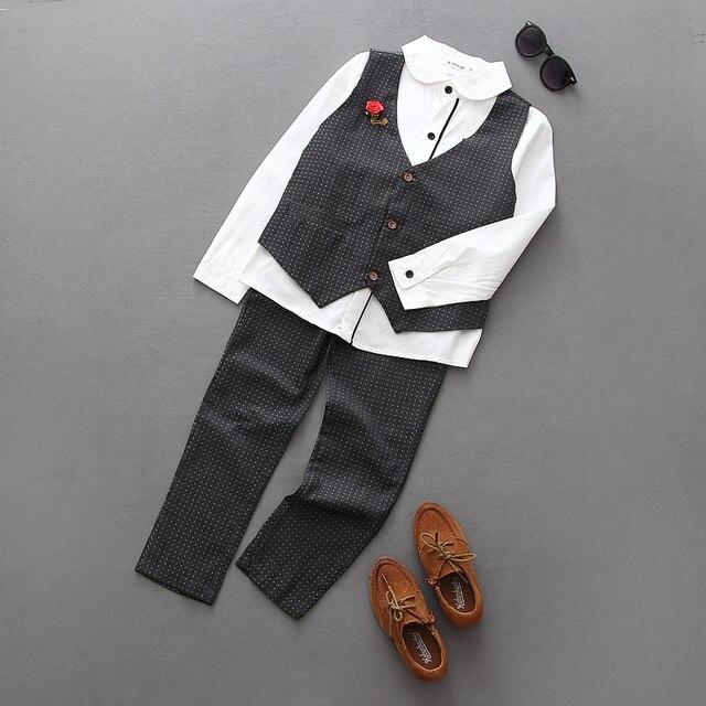 Бесплатная доставка 2017 новый мальчик 3 шт. костюм осень стиль жилет + рубашка + брюки установленные одежды младенца мальчик одежда высокого качества джентльмен костюм