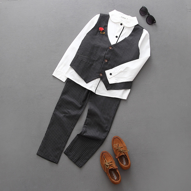 O envio gratuito de 2017 nova menino 3 peça estilo outono terno colete + shirt + calças roupas conjunto de roupas de bebê menino cavalheiro terno de alta qualidade