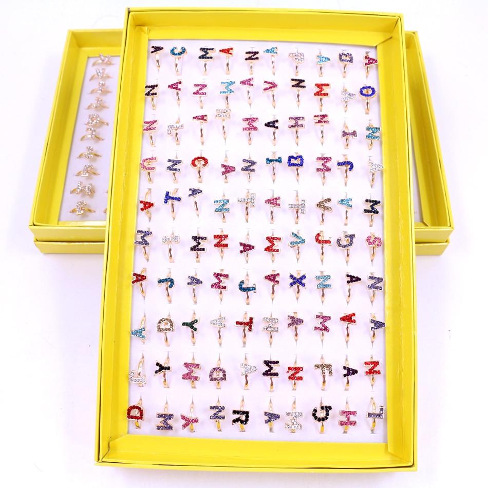 Livraison gratuite usine mignon réglable taille brillant strass plaqué or lettre Design mode bagues 100 pièces/boîte emballage