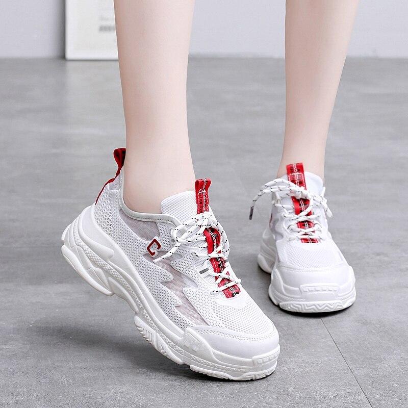 5150eb52520 Aliexpress.com  Compre JACKSHIBO Bonito Branco Amarelo Chunky Mulheres  Sapatos Tênis De Grife de Luxo High End Casual Sapatos Alpercatas Dadly  Beleza Tufli ...