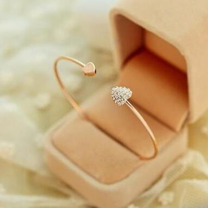 Women Trendy Simple Gold Color Wire Bangle With Double Crystal Decorated Peach Hearts