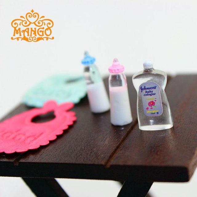 1 12 Dollhouse miniatura bebé Botellas babero Cuerpo lavado Accesorios para  bebé Muebles dormitorio decoración d1a96a5291f