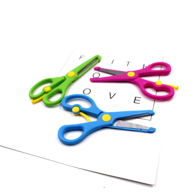 New 1 Pcs 135mm Mini Safety Round Head Plastic Scissors Student Kids Paper Cutting Minions Supplies For Kindergarten School Scissors