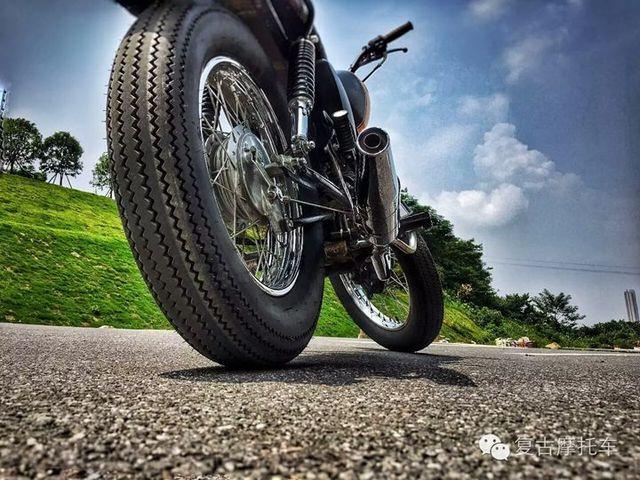 1 pneu de moto