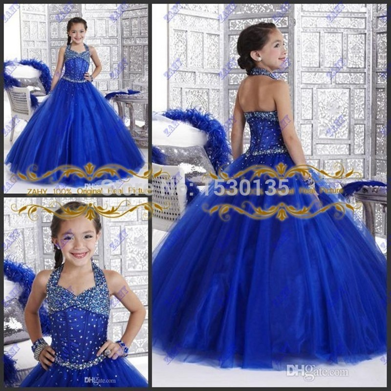 Детки в красивых платьях