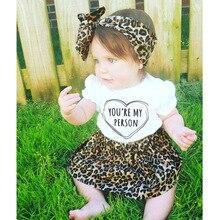 Мода 2017, одежда для маленьких девочек, футболка + юбка леопарда + повязка на голову, костюм для новорожденных, 3 предмета, комплекты одежды для...