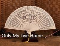 Donne Sandalo Fan Ventilatore Portatile Legno Artigianato Tradizionale Bomboniere Cinese Intagliato Openwork Ventaglio Pieghevole con la Scatola