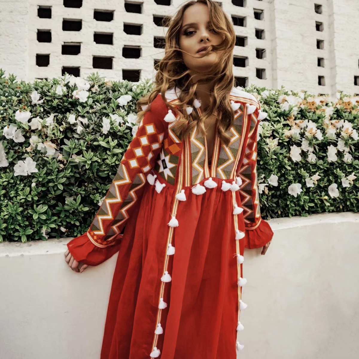 Jastie V-cou À Manches Longues Automne Robe Boho Broderie Pompon Glands Vintage Robes Femmes Lâche L'ukraine Robe Femme Robes