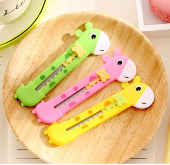 [4Y4A] 12pcs Cute Giraffe Utility Knife Paper Cutter Cutting Paper Razor Blade Office Stationery School Supply