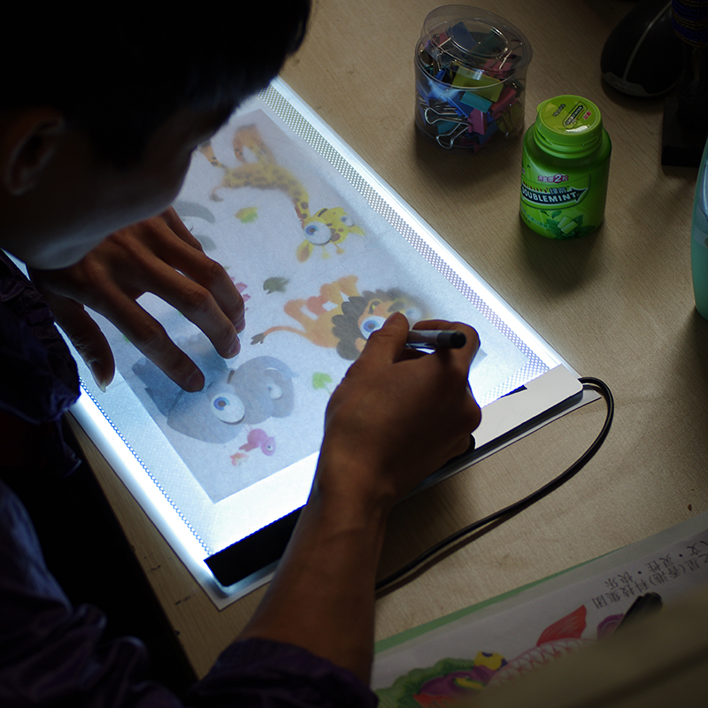 LED Light Drawing Tablet for Children A4 Magic Pad Sketch Sign Mirror Copy Tablet Digital Dimming Air Flow Tracing Board for Kid