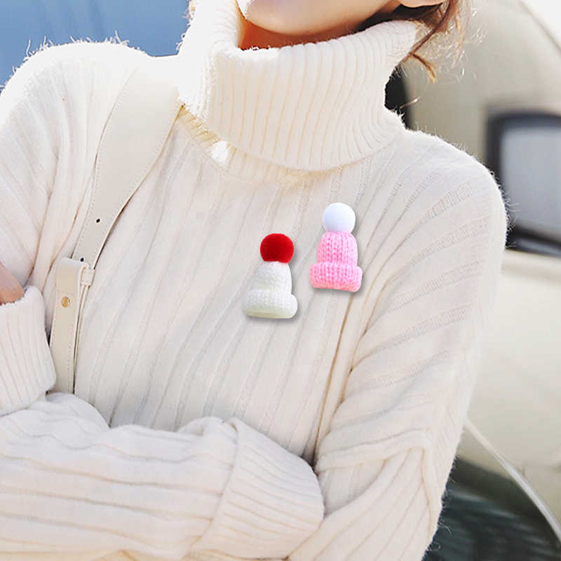 Mulheres de malha hairball mini chapéu broche camisola pinos emblemas linda menina mochila colar lapela pino jóias presente de natal 19 cores