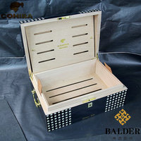 Cigar box with a case of a moisturizing box for a moisturizer and a portable cedar wood Cigar Case Cigar Humidor