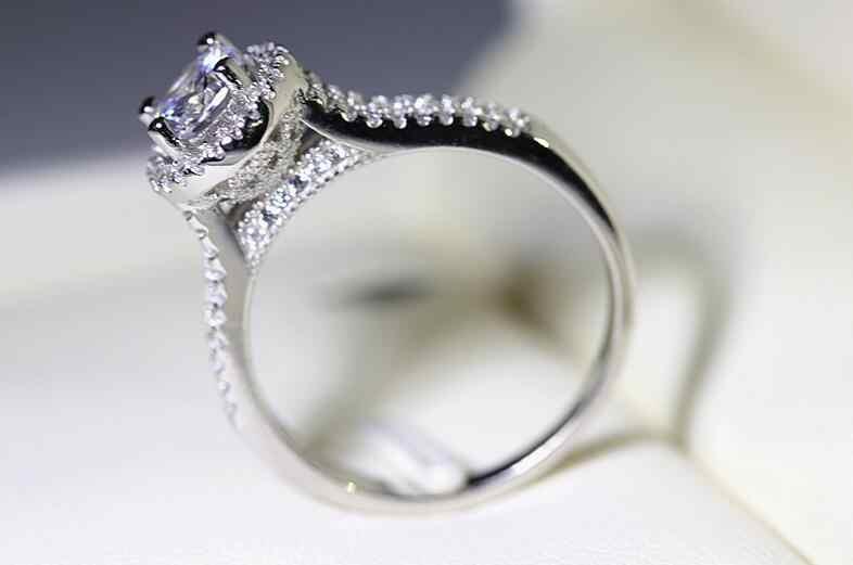 Choucong Luxo Jóias Corte Redondo Prata Esterlina 925 5A White Clear CZ Zirconia Anel de Casamento Mulheres Engagement Banda Coroa Sz5-10
