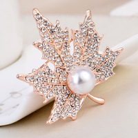 New Korean Rhinestone Leaves Metal Brooch Jewelry Luxury Simple Pearl Maple Leaf Corsage Suit Sweater Brooches Women Accessories