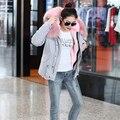 Más el tamaño 2016 nuevo gris abrigo de invierno las mujeres parka con verdaderos rosa claro grande cuello de piel con capucha gruesa capa caliente