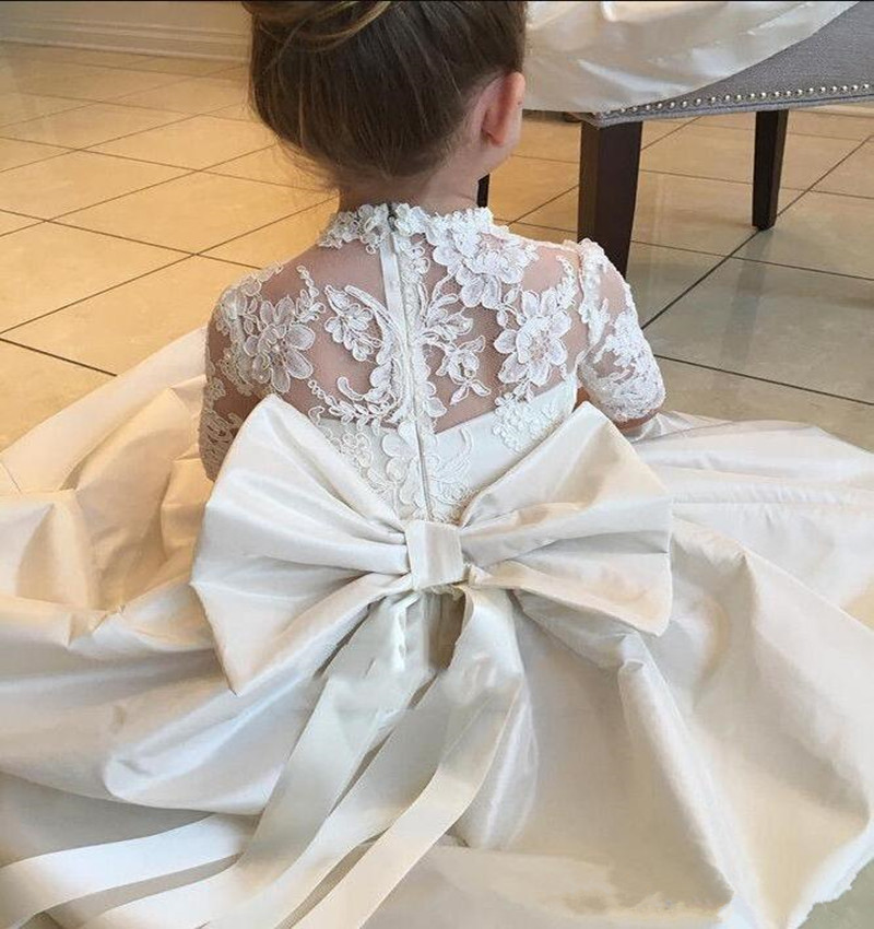 White Lace Top Satin Flower Girl Dress with Big Bow Holy First Communion Gowns Half Sleeves Customized Princess Dress VestidosWhite Lace Top Satin Flower Girl Dress with Big Bow Holy First Communion Gowns Half Sleeves Customized Princess Dress Vestidos